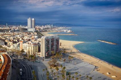 Sonne satt: Strandpromenade in Barcelona