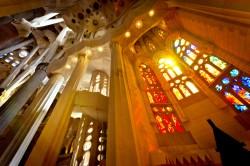 Innenansicht der Sagrada Familia Kirche in Barcelona